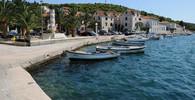 Na oblíbené chorvatské pláži najela loď mezi turisty - anotační obrázek