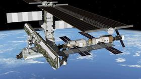 V kosmu hrozila srážka. ISS musela provést tři preventivní manévry - anotační foto