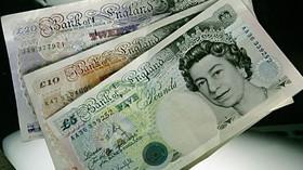Britské peníze.