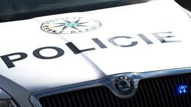 Policie zadržela další migranty z Maroka, seděli v trávě u dálnice D1 - anotační foto