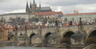 Karlův most posprejovali turisté z Německa, soud vynesl tresty - anotační foto