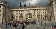 Pražský hrad už kvůli kauze Peroutka nečelí exekuci, pražský obvodní soud ji zastavil - anotační obrázek