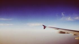 Nepříjemné a trapné problémy na cestě na dovolenou: Proč v letadle víc prdíme? - anotační foto