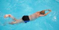 Teplé počasí přilákalo do plováren plavce, voda je ale zatím spíš pro otužilce - anotační obrázek