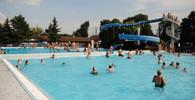 Žádné sexuální obtěžování žen v jakémkoliv oblečení! Berlínské bazény zveřejnily pravidla - anotační obrázek