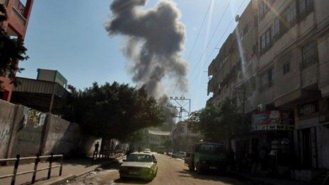 Hamas byl zasažen v Gaza City. Izrael varoval obyvatele letáky, aby zůstali daleko od kanceláří Hamasu