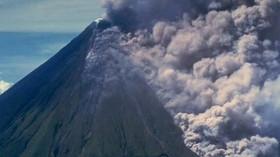 Sopka Agung se probouzí k životy, tisíce lidí jsou na útěku - anotační foto
