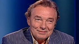 Karel Gott svou kariéru odstartoval už v roce 1958, kdy zvítězil v soutěži amatérských zpěváků. Blíží se rok 2013 a Gott stále vyprodává sportovní haly. Co dodat?