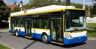 V Otrokovicích najel trolejbus do zaparkovaných aut - anotační obrázek