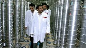 Mahmúd Ahmadínežád navštívil centrumvý zkumné zařízení v Natanzu zařízení, které slouží na obohacování uranu.