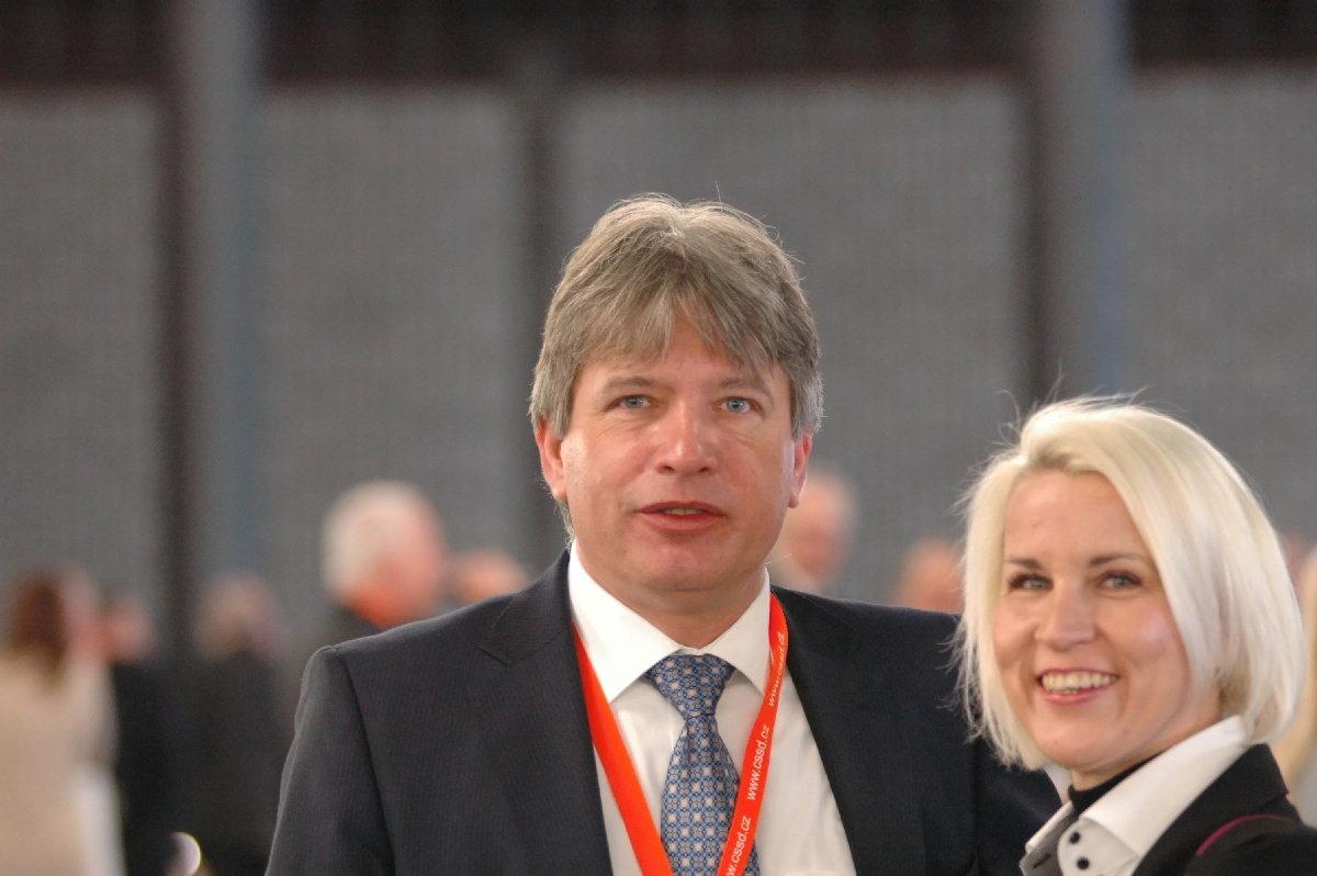 Onderka se vrací do vysoké politiky a volá: Vedení ČSSD by mělo dát k dispozici své pozice - anotační obrázek