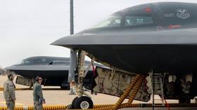 Northrop Grumman B-2 Spirit, americký víceúčelový strategický bombardér, využívající technologii stealth, díky které může snadno pronikat i nad velmi dobře střežená území. Konstrukce je převážně z uhlíkových kompozitů a je velmi náročná na údržbu. Letoun se ale díky ní omezuje na minimum množství vyzářených či odražených zvukových, infračervených, optických i radarových signálů.