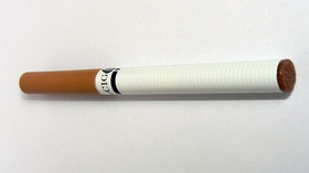 Elektronická cigareta je zařízení, které bylo vyvinuto a patentováno v Číně v roce 2006. Toto zařízení vytváří páru podobnou kouři zahřátím kapalné náplně nazývané e-liquid. Tuto páru pak kuřák elektronické cigarety vdechuje. V elektronické cigaretě nedochází ke spalování, ale pouze k odpaření náplně. Chemicky se tedy náplň nemění. Přesto že oficiální název je elektronická cigareta (e-cigareta), jedná se funkcí o vaporizér.