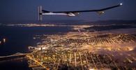 Švýcarské letadlo Solar Impulse poháněné pouze sluneční energií vyrazilo v pátek na první etapu v pokusu přeletět Severoamerický kontinent bez paliva.