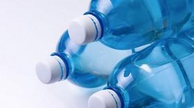 Vozíte v autě láhve s vodou? Nedělejte to, radí experti - anotační foto