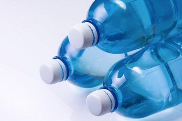 Vozíte v autě láhve s vodou? Nedělejte to, radí experti - anotační obrázek