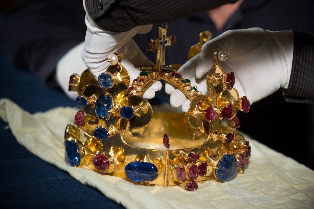 České korunovační klenoty jsou souborem předmětů ze sbírky Svatovítského  pokladu a sloužily jako odznaky (insignie c70b481489b