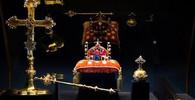 České korunovační klenoty jsou souborem předmětů ze sbírky Svatovítského pokladu a sloužily jako odznaky (insignie) vlády a moci českých králů. Udělovaly se při korunovaci.