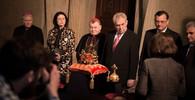 """Miloš Zeman, prezident ČR odemkl s """"virózou"""" Korunní komoru v chrámu Sv. Víta"""