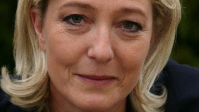 Marine Le Penová, francouzská nacionalistická politička a právnička, od roku 2011 předsedkyně Národní fronty. Jde o dceru francouzského politika Jean Marie Le Pena.