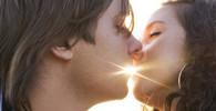 Chuť na milování v létě stoupá, zjistili odborníci. Přílišné horko ji ale zabíjí - anotační obrázek