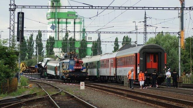 Železniční nehoda ve Studénce se udála 8. srpna 2008 v 10:30 hodin. Mezinárodní vlak EC 108 Comenius jedoucí na trase Krakov – Praha narazil v železniční stanici Studénka do konstrukce opravovaného silničního mostu, která se několik sekund před tím zřítila na železniční trať. Zemřelo 8 lidí (5 žen a 3 muži), asi 95 dalších bylo zraněno. Úmrtí osmé oběti bylo oznámeno v médiích 30. září 2008.
