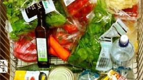 Kontroverzním Polskem otřásl prodavač. Takto protestuje proti zákazu prodeje v neděli - anotační foto