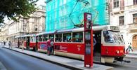 Praha řekla dost. Z tramvají vyhází staré sedačky - anotační obrázek