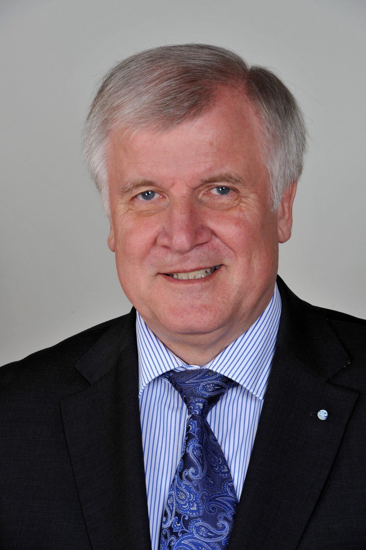 Horst Lorenz Seehofer, německý politik, současný ministerský předseda Bavorska a předseda Křesťansko-sociální unie Bavorska (CSU). Po rezignaci Christiana Wulffa vykonával jako předseda horní komory parlamentu funkci prezidenta SRN.
