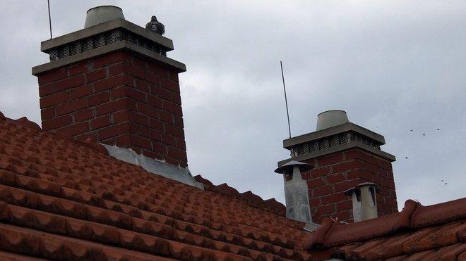 Komín, střecha, ilustrační fotografie