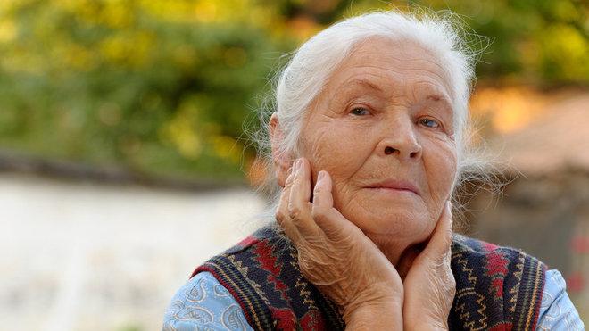 Žena v důchodovém věku, ilustrační fotografie