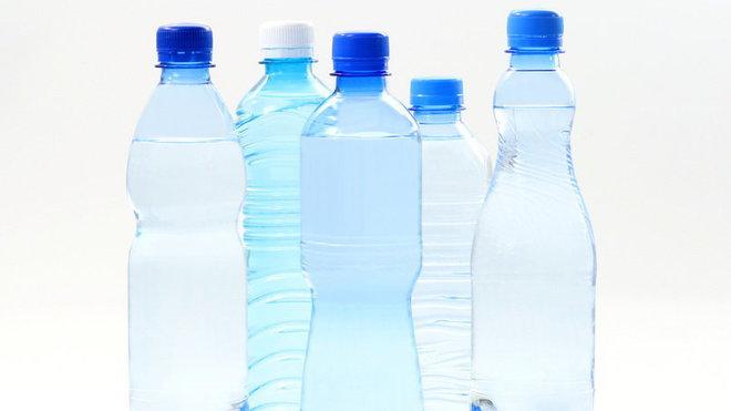 Voda v pet láhvi
