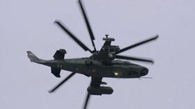 """Kamov Ka-52 Alligator (v kódu NATO: """"Hokum-B"""") je ruský dvoumístný bitevní vrtulník, schopný operací za každého počasí, odvozený z jednomístného typu Kamov Ka-50 (v kódu NATO: """"Hokum-A""""). Prototyp byl zalétán v roce 1997 a v roce 2010 převzala ruská armáda první čtyři operační kusy. Ruské ozbrojené síly zatím objednaly 30 strojů."""