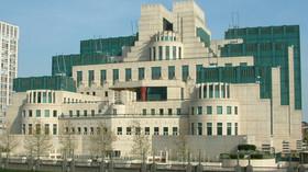 Budova Secret Intelligence Service (SIS, neoficiálně také MI6, Military Inteligence Deputary 6)