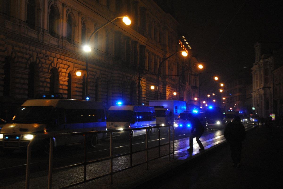 Noční razie v Česku: NCOZ zatýkala členy paramilitárních jednotek kvůli bojům na Ukrajině - anotační foto