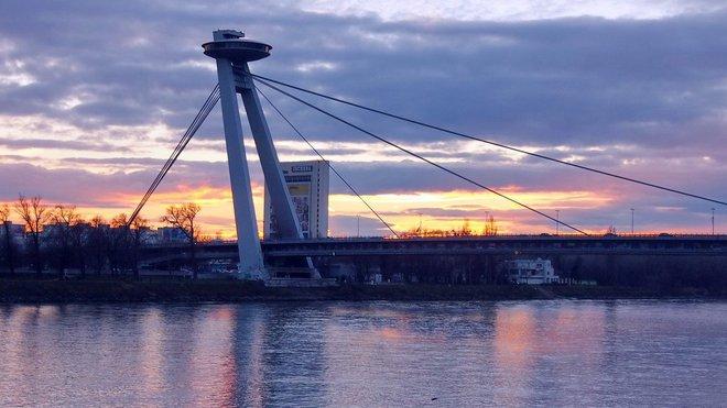 Most SNP v Bratislavě, Slovensko