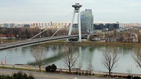 Dunaj a Most SNP, výhled na sídliště Petržalka