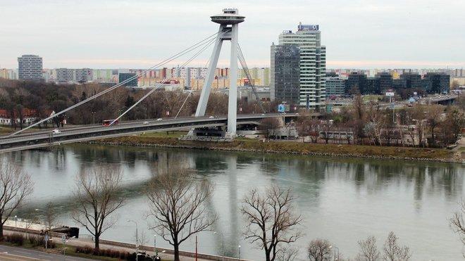 Bratislava, Slovensko - Dunaj a Most SNP, výhled na sídliště Petržalka