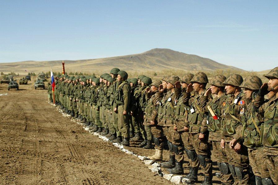 Ruští vojáci se začali stahovat z Krymu a od hranic Ukrajiny - anotační foto