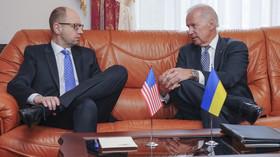 "Arsenij Jaceňuk, ukrajinský premiér a Joseph Robinette ""Joe"" Biden, Jr., 47. viceprezident USA"