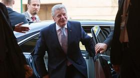 Německý prezident Joachim Gauck přijíždí na setkání s premiérem Bohuslavem Sobotkou /ČSSD/.