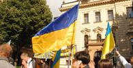 Proukrajinští aktivisté vyvěsili z pražských věží vlajku Ukrajiny - anotační obrázek