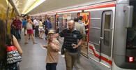 Pražské metro C stojí, vlak zřejmě srazil člověka - anotační obrázek