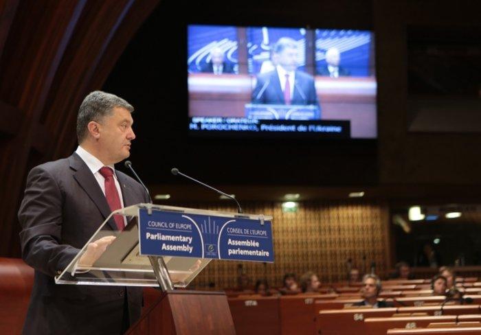 Porošenko se pochlubil: Senát USA schválil dodávku smrtících zbraní pro Ukrajinu - anotační obrázek