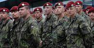 Sněmovna projednala zahraniční mise armády na další dva roky. Komunisté byli proti - anotační obrázek