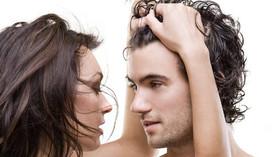 Já z tebe zešedivím. Co se děje s vlasy při stresu? Vědci vyřešili záhadu - anotační foto