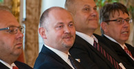 Michal Hašek /ČSSD/ sleduje setkání prezidenta ČR Miloše Zemana s vicepremiérem Číny (28.8.2014)