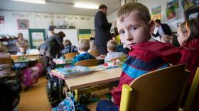 Praha od pondělí zavře vybrané školy, bude se učit distančně - anotační foto