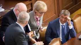 Helena Válková /ANO/ a Andrej Babiš /ANO/ v Poslanecké sněmovně