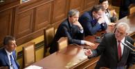 Na alkoholu závislý Zeman a populista Babiš. Bavorský deník přinesl nelichotivý obraz dění v Česku - anotační obrázek